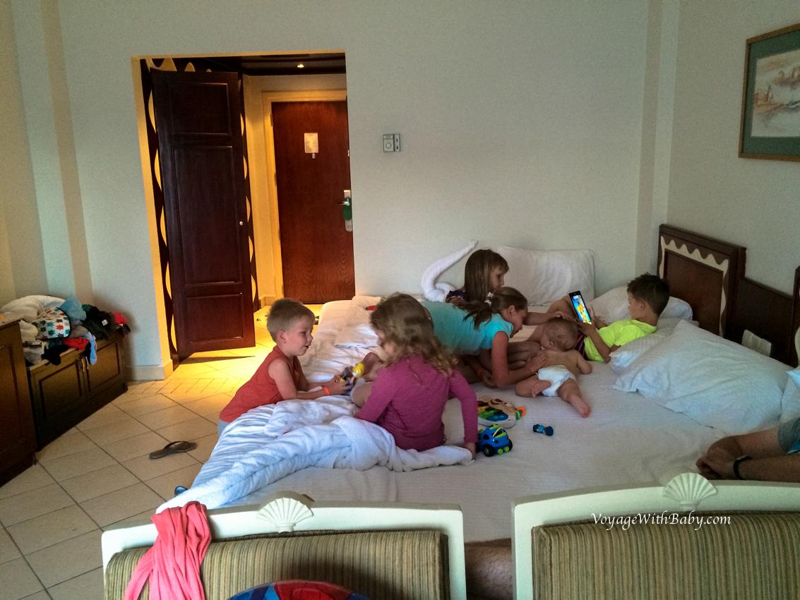 В отеле с детьми