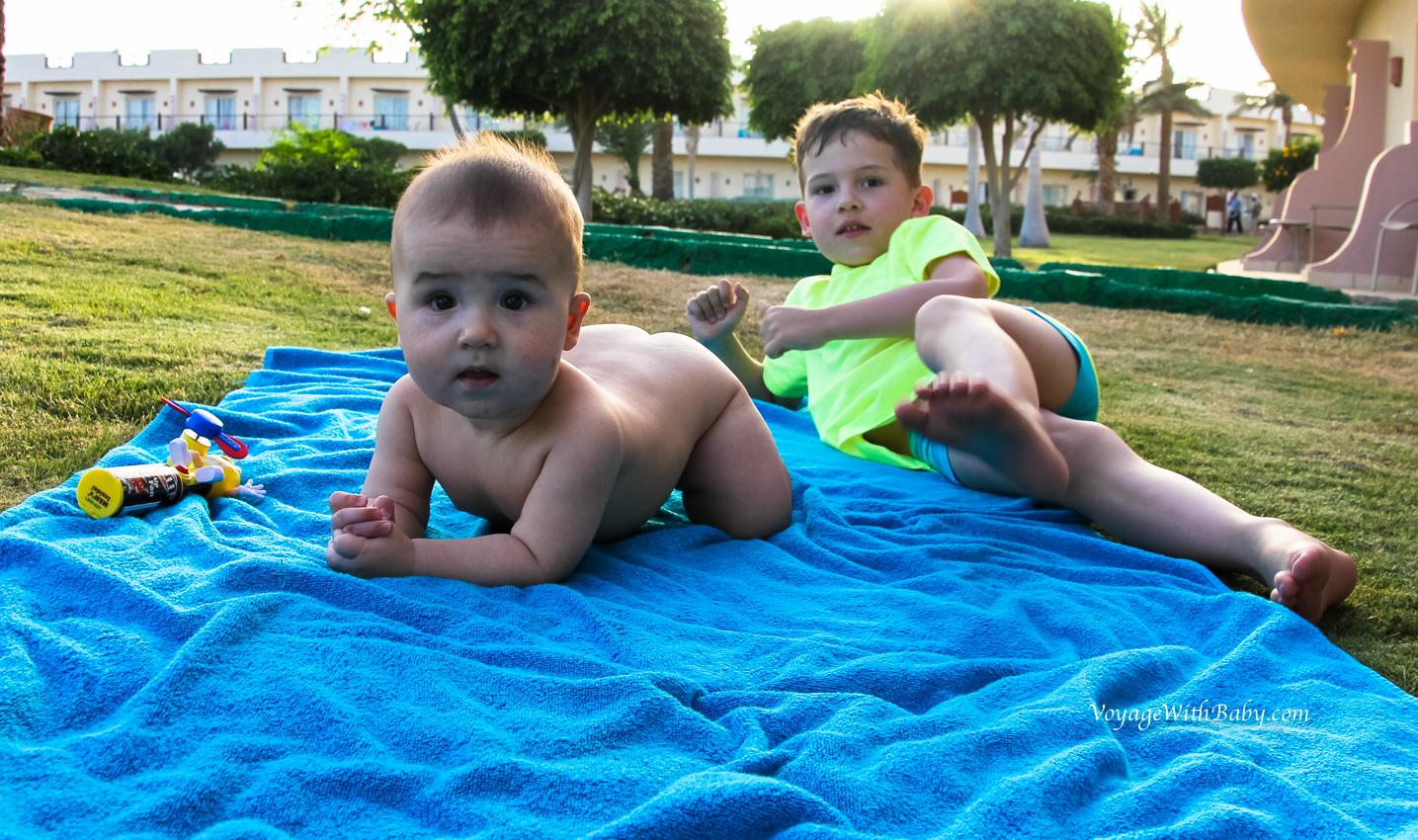 В Египте с двумя детьми
