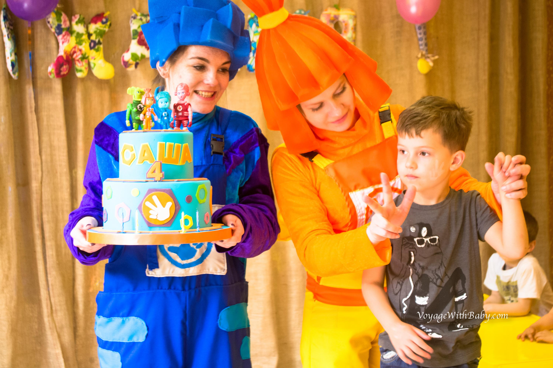 Аниматоры и торт на Дне Рождения с Фиксиками