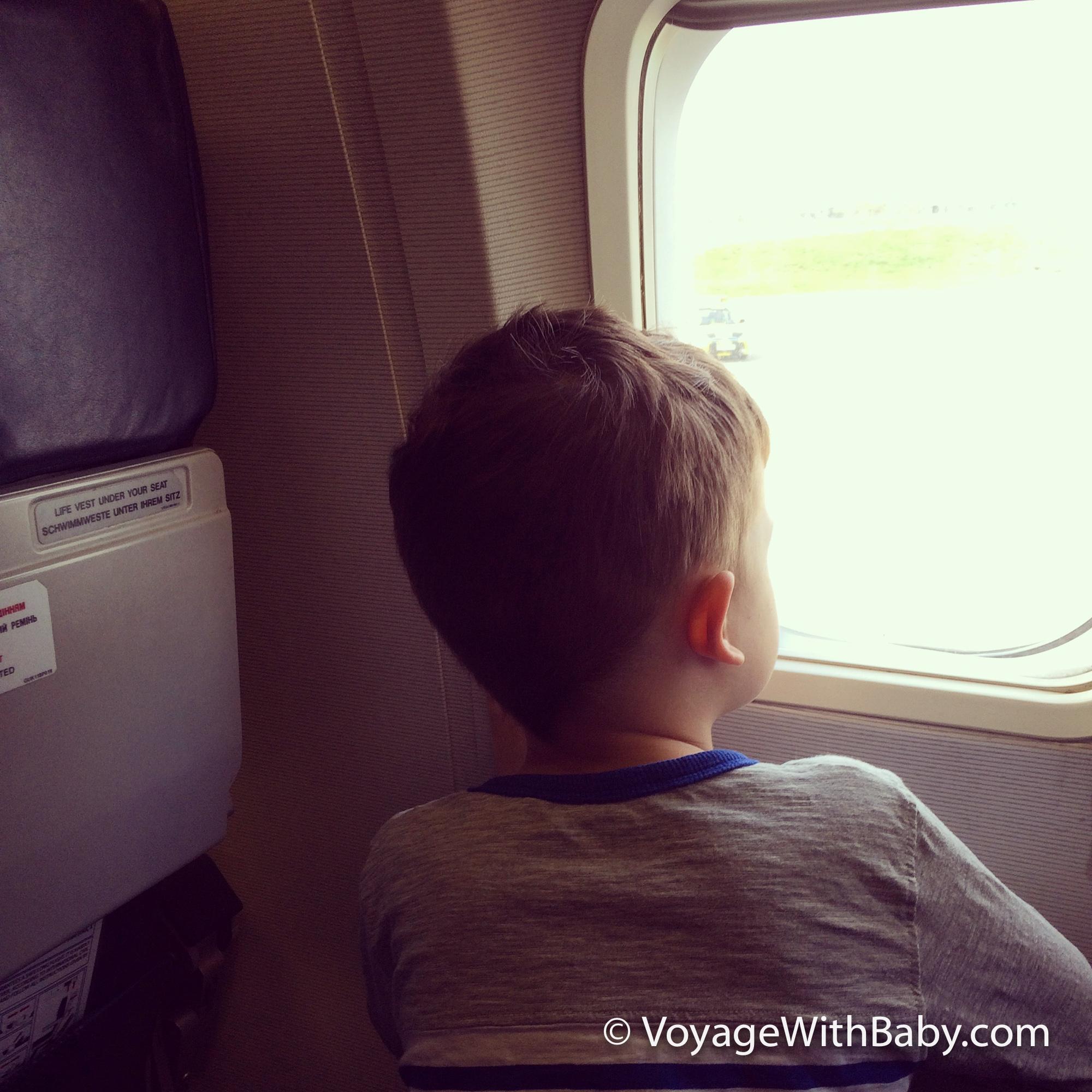 Саша в самолете