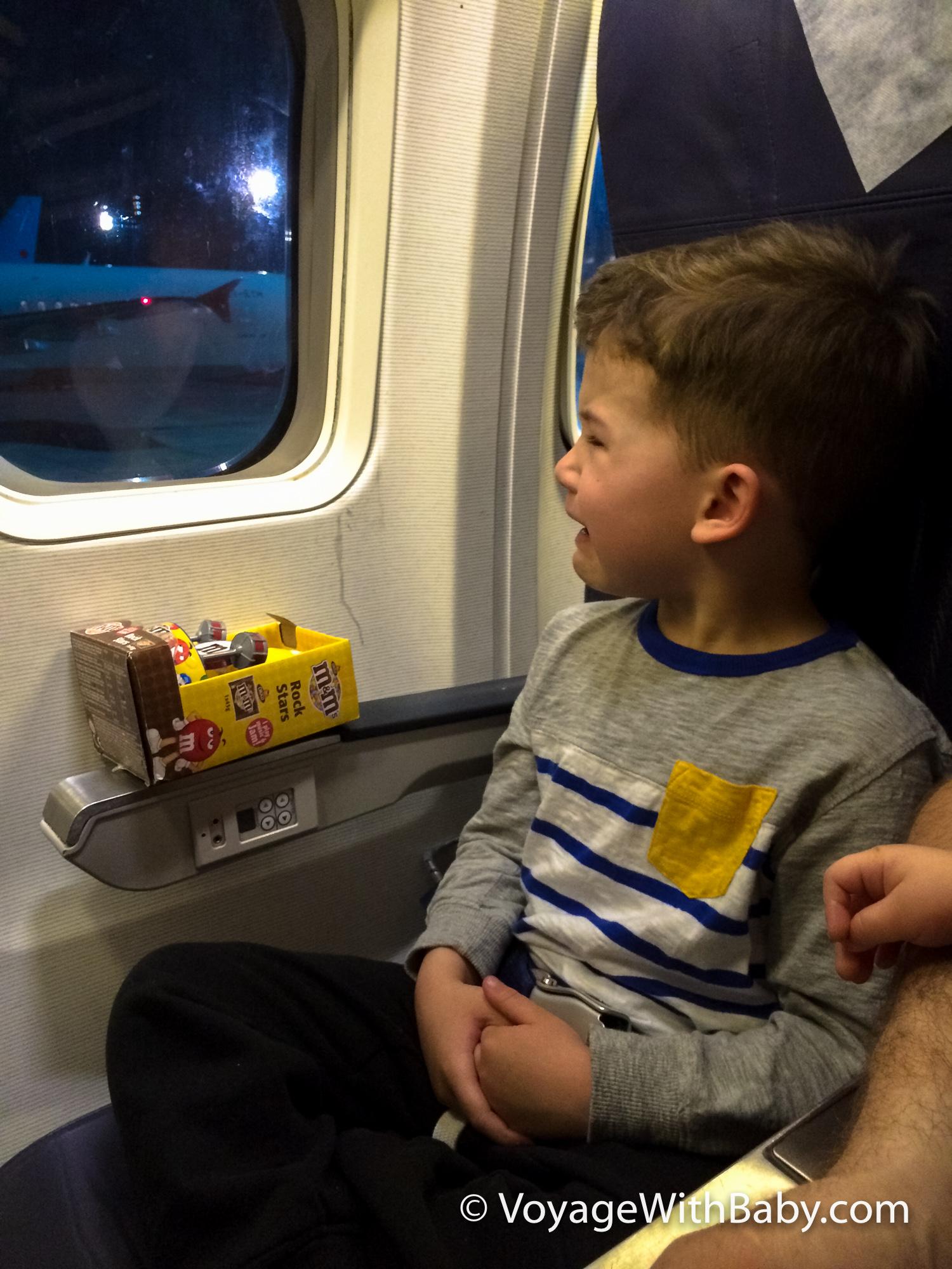 Когда самолет сел Саша разрыдался