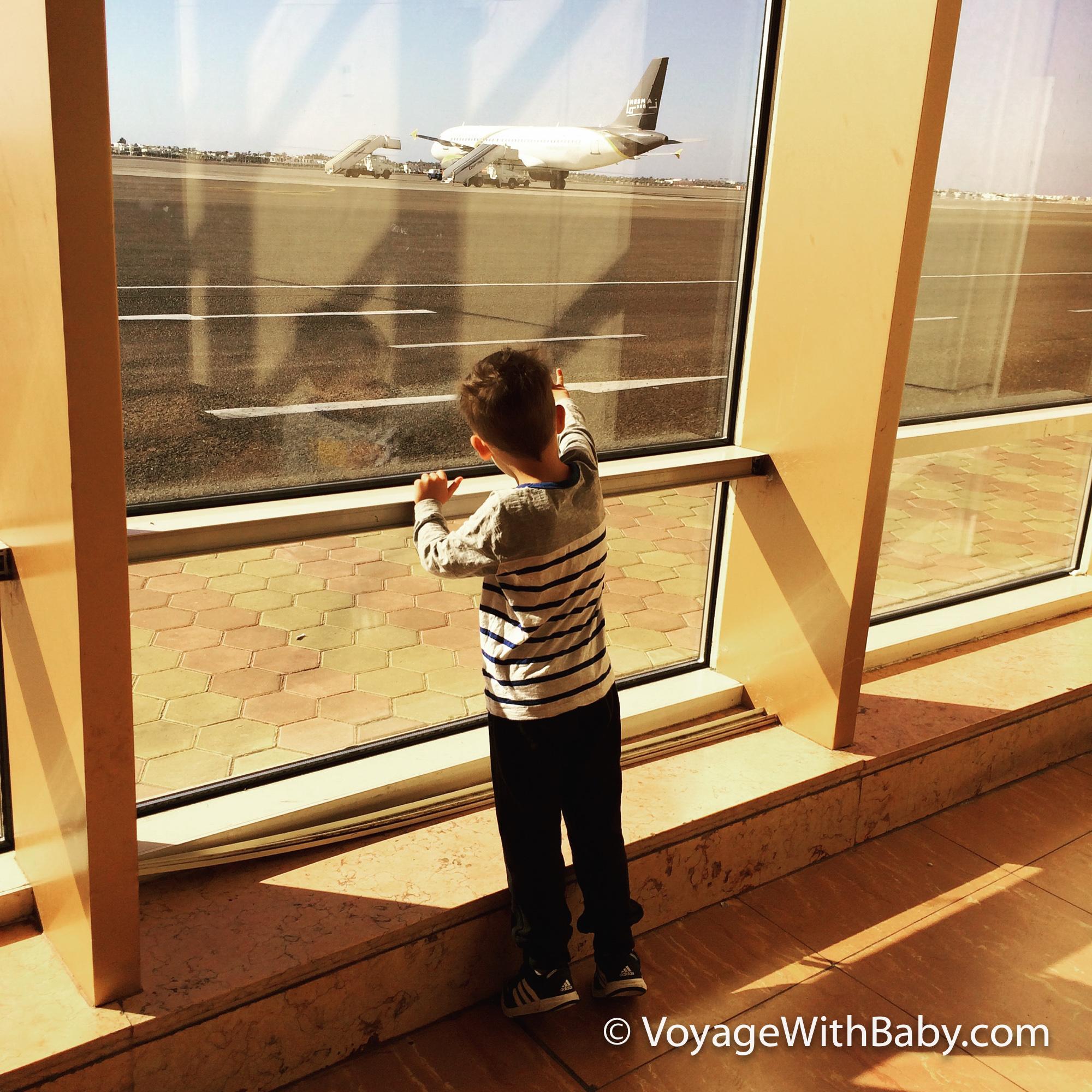 Какой ребенок не любит смотреть на самолеты?