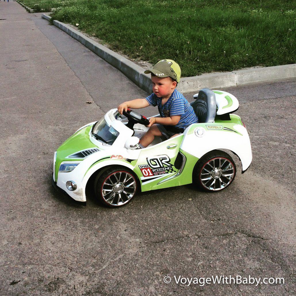 Детский электромобиль в 1-2 года
