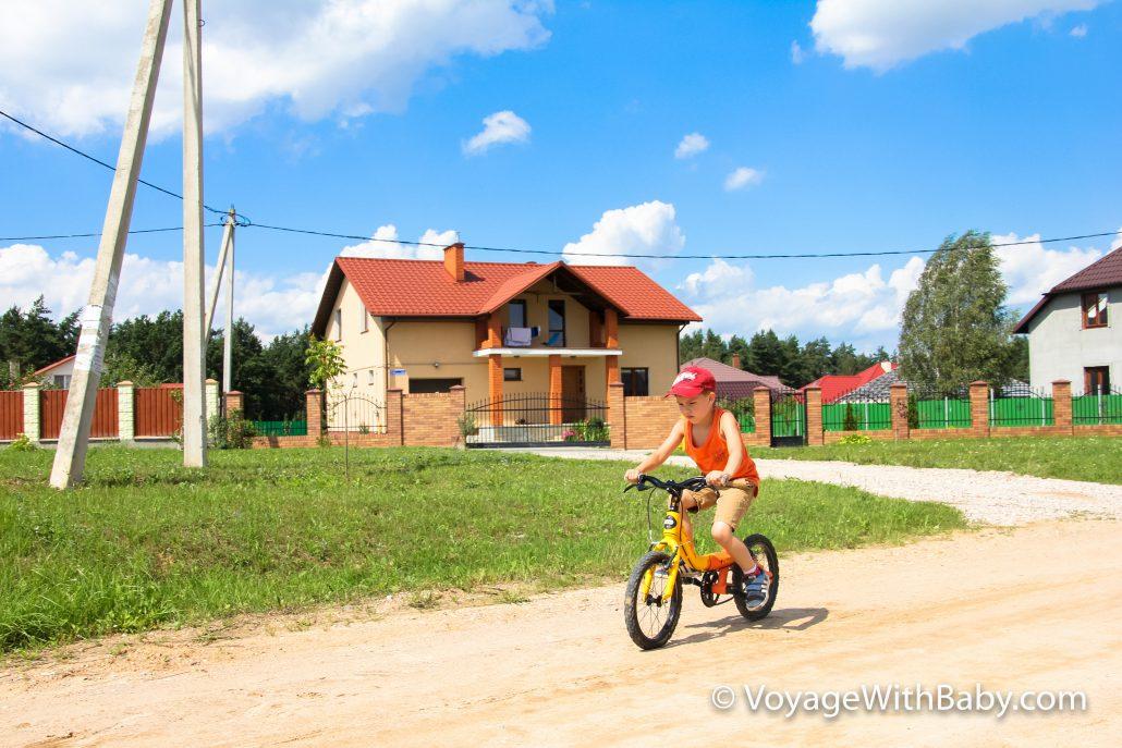 Саша полюбил велосипед